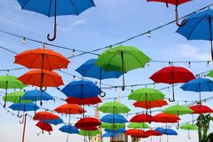 Kleurrijke Paraplu's in Zagreb, Kroatië stock afbeelding