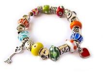 Kleurrijke parels braceler Royalty-vrije Stock Afbeeldingen