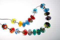 Kleurrijke parels op draad Stock Fotografie