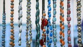 Kleurrijke parels op verkoop Stock Foto's