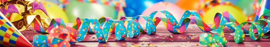 Kleurrijke partij, van Carnaval of van de vakantie banner stock foto's