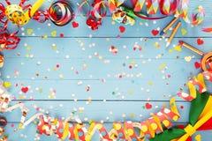 Kleurrijke partijwimpel en vlinderdasgrens Stock Fotografie