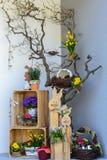 Kleurrijke Pasen-decoratie thuis royalty-vrije stock afbeelding