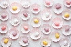 Kleurrijke pastelkleurpaaseieren, mini de eierentraditio van het chocoladesuikergoed Royalty-vrije Stock Foto