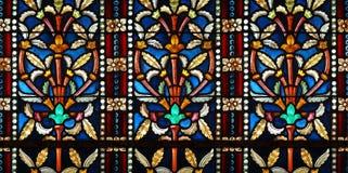 Kleurrijke patronen op glasmuur Stock Afbeeldingen