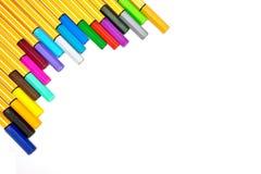 Kleurrijke pennen op geïsoleerd Royalty-vrije Stock Afbeelding