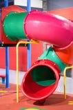 Kleurrijke pijp in speelplaats voor kinderen stock foto's