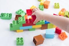 Kleurrijke plastic bakstenen Stock Afbeeldingen