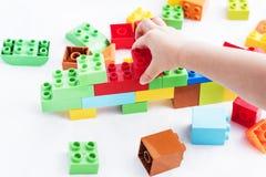 Kleurrijke plastic bakstenen Stock Foto's