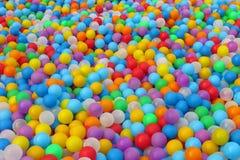 Kleurrijke plastic ballen stock fotografie