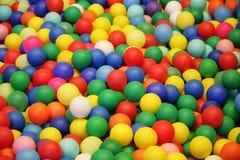 Kleurrijke plastic ballenachtergrond Stock Foto