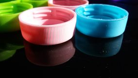 Kleurrijke plastic deksels Stock Afbeelding