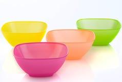 Kleurrijke Plastic Kommen Stock Foto