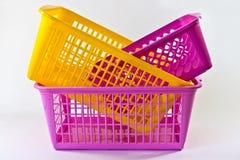 Kleurrijke plastic manden Stock Afbeeldingen