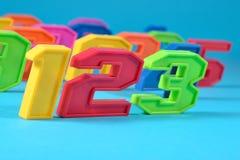 Kleurrijke plastic nummer 123 op een blauwe achtergrond Royalty-vrije Stock Foto
