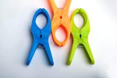 Kleurrijke plastic wasknijpers Royalty-vrije Stock Afbeelding