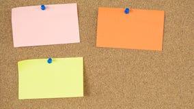 Kleurrijke post-itnota's over het prikbord van het scrumproject royalty-vrije stock foto's