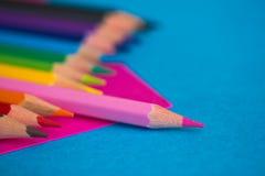 Kleurrijke potloden - schoolkantoorbehoeften Stock Foto's