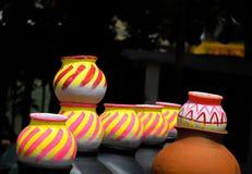Kleurrijke Potten in Markt royalty-vrije stock foto's