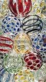 Kleurrijke punten op cirkel van kristallen bolachtergrond Stock Fotografie