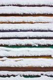 Kleurrijke raad omvat met sneeuw Stock Foto