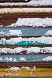 Kleurrijke raad omvat met sneeuw Stock Afbeelding