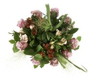 Kleurrijke regeling van rode en roze bloemen met groene bladeren Stock Afbeelding