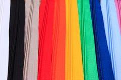 Kleurrijke Ritssluitingen in verschillende kleuren Royalty-vrije Stock Fotografie
