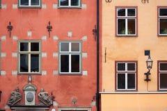 Kleurrijke rode en gele gebouwen in Stockholm Stock Afbeelding