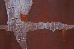 Kleurrijke roest op de metaalmuur stock afbeeldingen