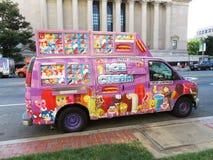 Kleurrijke Roomijsvrachtwagen Stock Afbeeldingen