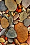 Kleurrijke rotsen op het strand Royalty-vrije Stock Afbeeldingen