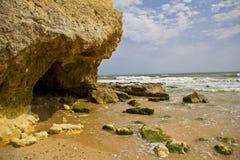 Kleurrijke rotsvormingen op de Algarve kust Royalty-vrije Stock Afbeelding