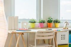 Kleurrijke ruimte voor het leren stock afbeelding