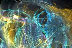 Kleurrijke ruimteachtergrond De slagen van verf blauwe lijnen en vlekken op papier vector illustratie