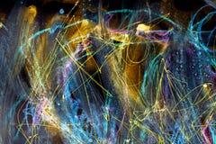 Kleurrijke ruimteachtergrond De slagen van verf blauwe lijnen en vlekken op papier royalty-vrije illustratie
