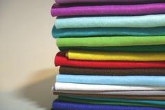 Kleurrijke samenstelling met borstelverven en gevoeld Stock Foto