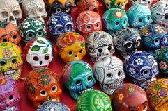Kleurrijke Schedels voor Verkoop in Chichen Itza Stock Foto's