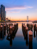 Kleurrijke schemering bij Docklands-haven van Melbourne Stock Fotografie