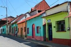 Kleurrijke schilderachtige stad van Flores Guatemala stock foto's