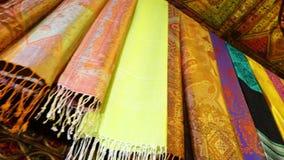 Kleurrijke sjaals in Afghanistan stock videobeelden