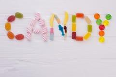 Kleurrijke snoepjes die het woordsuikergoed spellen royalty-vrije stock foto