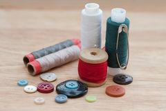 Kleurrijke spoelen van draad, knopen Royalty-vrije Stock Foto