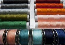 Kleurrijke Spoelen van Draden Royalty-vrije Stock Afbeeldingen