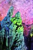 Kleurrijke stalactieten in het hol stock afbeelding