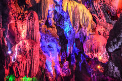 Kleurrijke Stalactieten in holen Stock Afbeeldingen
