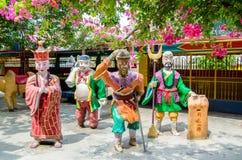 Kleurrijke standbeelden van karakters van Chinese mythologiereis aan het Westen dat in Ling Sen Tong Cave Temple wordt gevestigd Royalty-vrije Stock Foto