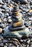 Kleurrijke stenen op zonneschijndag Stock Foto's