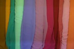 Kleurrijke stof op een rij Royalty-vrije Stock Afbeeldingen