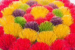 Kleurrijke stokken van wierook in Vietnam stock afbeelding